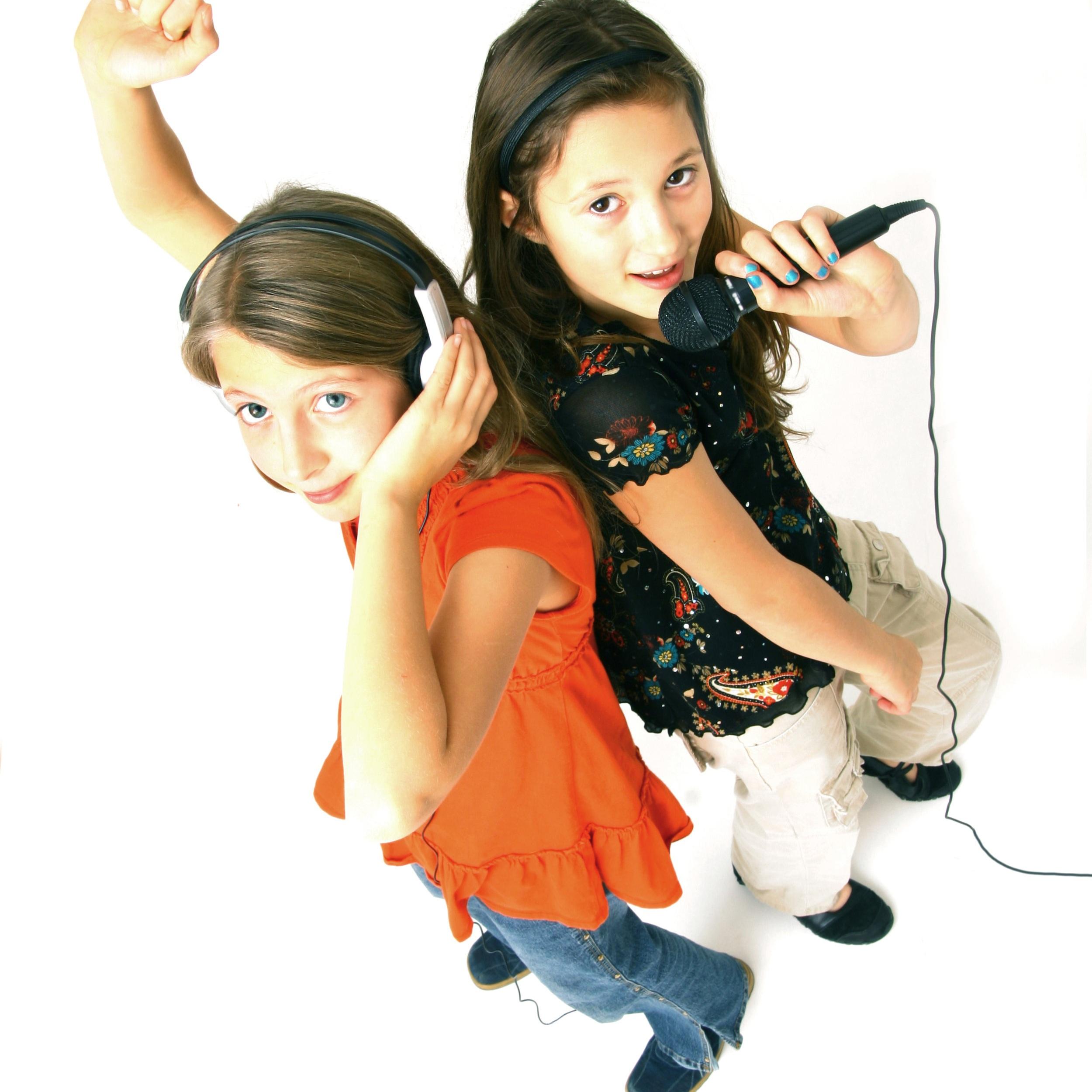 Two+Girls+Singing.jpg