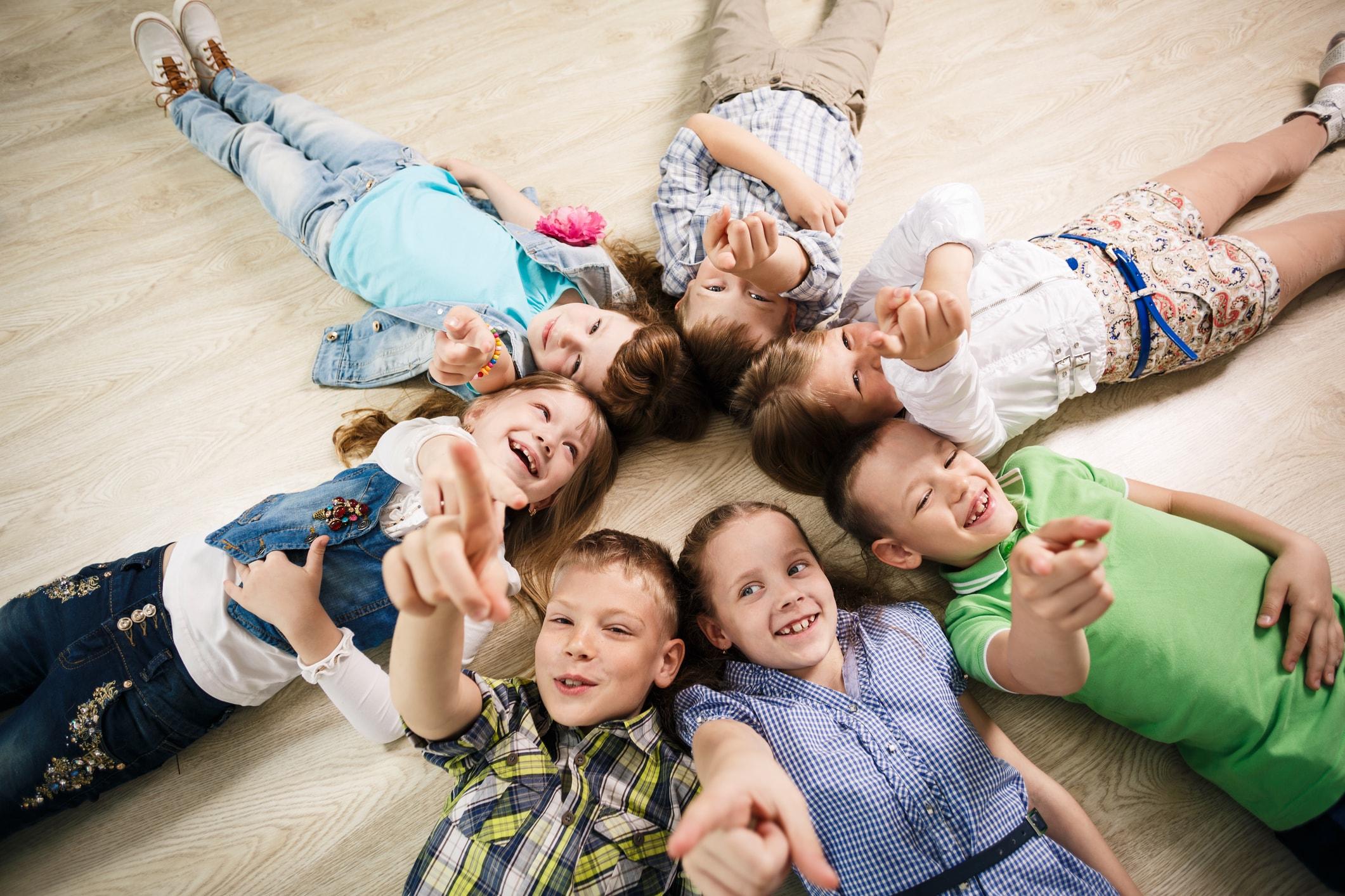 group_of_happy_kids__IceYd.jpg