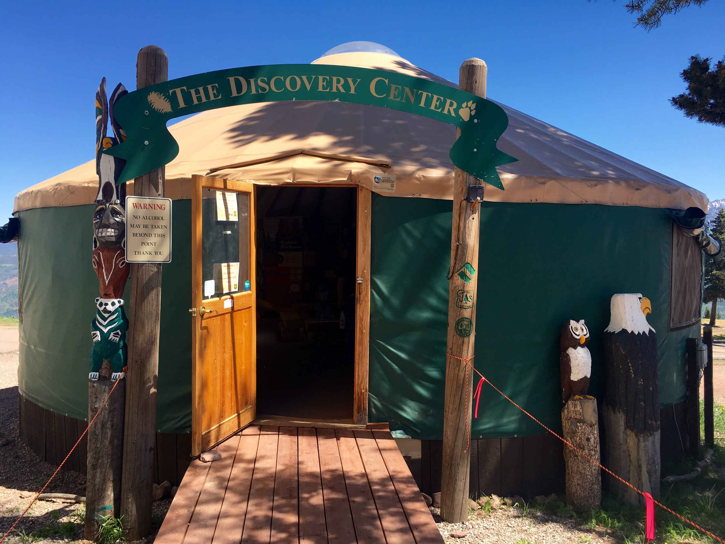 A partnership between Vail, The Nature Conservancy, and the U.S. Forest Service provides interpretive programing, including The Discovery Center with exhibits on the forest's flora and fauna. (@beingalexp)