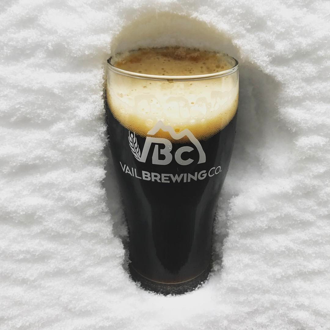 After you GET SOME ❄️, stop by for our new Hut Trip Winter Warmer, a winter ale brewed with vanilla black tea and herbal chai... with some crushed up cinnamon sticks for a finishing touch. This will be sure to warm you right up 😜 #vailbrewingco #winterale #powday#colorado #mountainliving #brewery