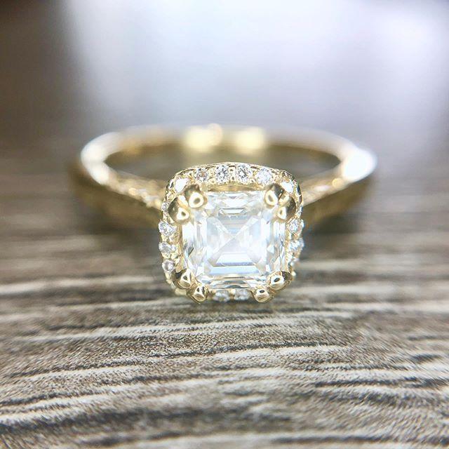 Tacori custom ring 💛✨ Need something done? We got you 👏🏻 Stop in today!  #tacori #wedding #engagement💍 #engagementring