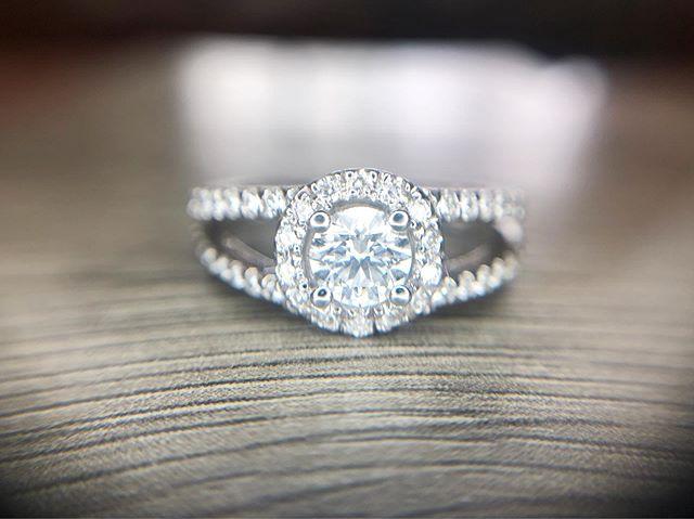 Yes. Yes. Yes. 💁🏼♀️💎 #engagement💍 #engagementring #wedding #condonjewelers #madisonengagement #madison