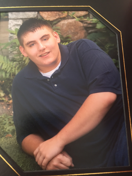 High School Senior picture. Somehow I thought the crossed arms would hide the weight. I believe that was a 4XL t-shirt.