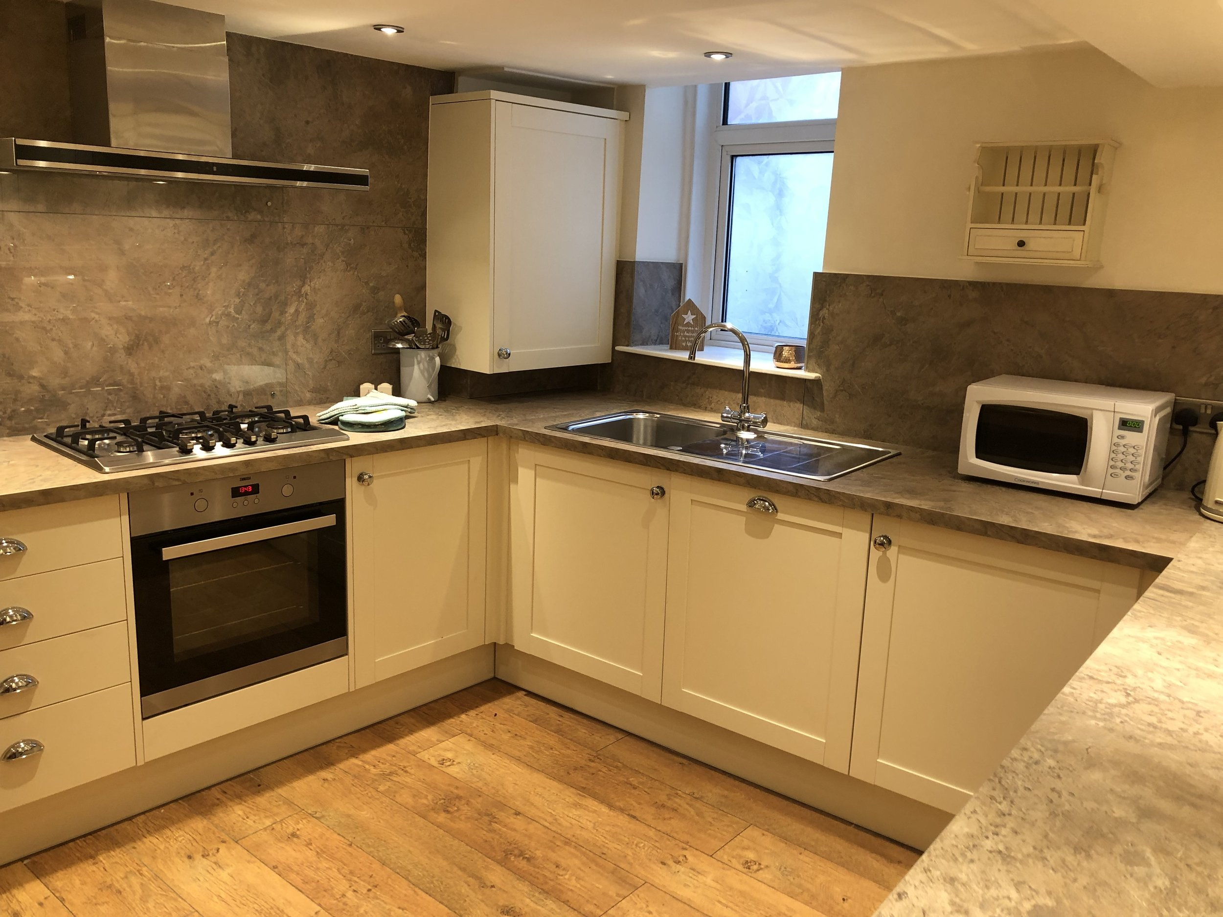 Kitchen, seating for 6, oven, gas hob, fridge (with ice box), dishwasher (tablets provided), washing machine, microwave, kettle, ironing board/iron.