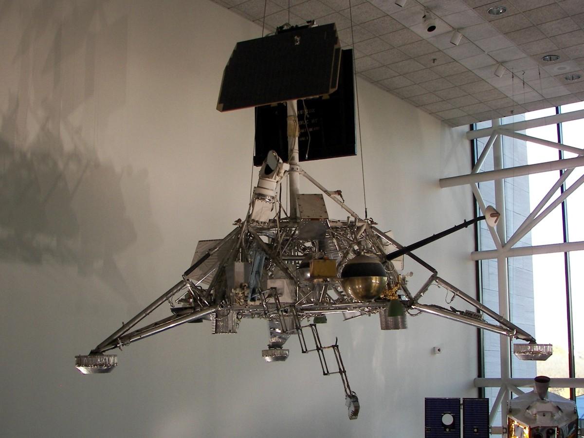 Surveyor on display in the Smithsonian (Image: Historic Spacecraft )