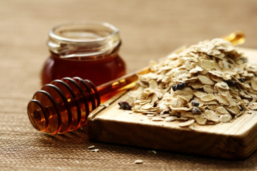 Honey and oatmeal are delicious, and also make a very gentle, classic exfoliating mask. [Image:   YourBeautyAdvisor  ]