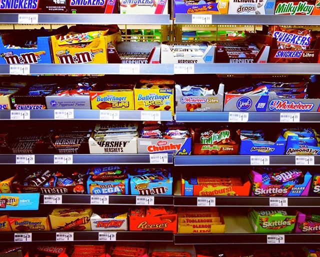 What would you like...? #losangeles #snack #chocolate #usa #7eleven #breaktime #hollywood #colorful #onedollar #mandms #candies