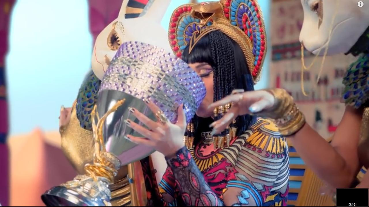 Queen Katy drinks a big gulp of soul. (IMAGE_25)