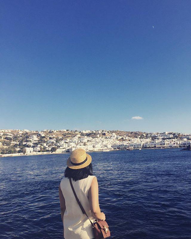 M Y K O N O S  Kaliméra Mykonos / Good Morning Mykonos  #greece #mykonos #whiteandblue #whitecubes #rovanioblog #lifewelltravelled #grateful #letsgosomewhere #intotheblue #sunsandandsea  #rovinsta #rovanio #happyweekend
