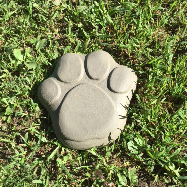 Paw Print Stepping Stone Mold.