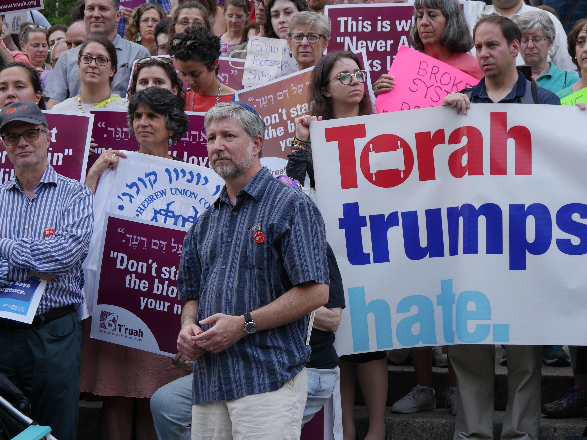 "The Jewish Community Protests Trump's ""Inhumane"" Policy"