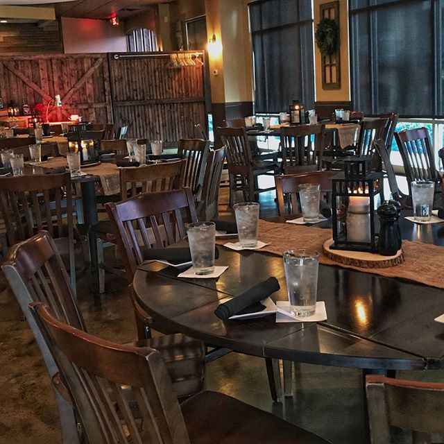 'Tis the season to be planning! Our rustic Event Room is the perfect setting for your holiday brunch, lunch or dinner! Link in bio for more information and how to get in touch today! 🎅🎁🎄 #holidaydecor #complimentarydecorations #houcksgrille #roswellga