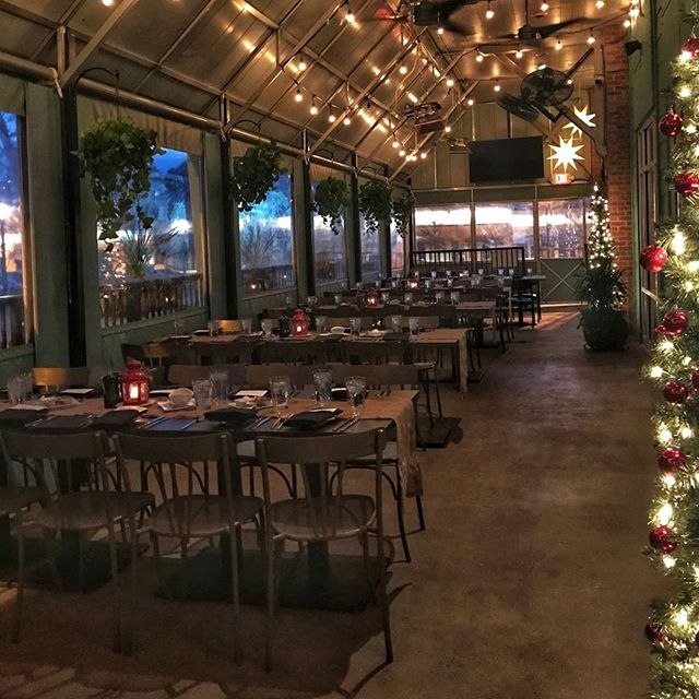 Houck's Holiday Patio! I mean...come on! 🎄#holidayparty #holidaydecorations #houcksgrille #roswellga