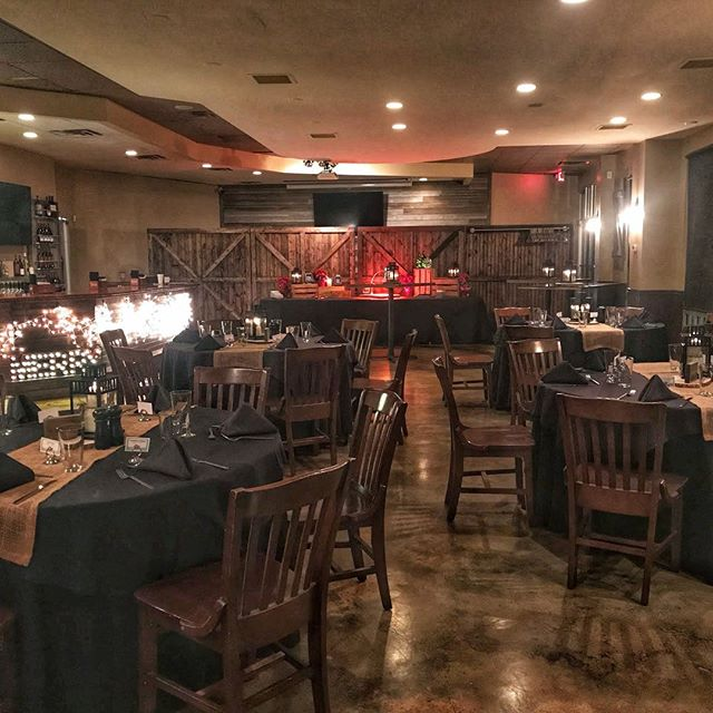 Having a smaller holiday party? No worries! We can divide off the Event Room to make it more intimate for your holiday event! 🎄🎅🎁 #holidaydecor #rusticholidaydecor #houcksgrille #roswellga