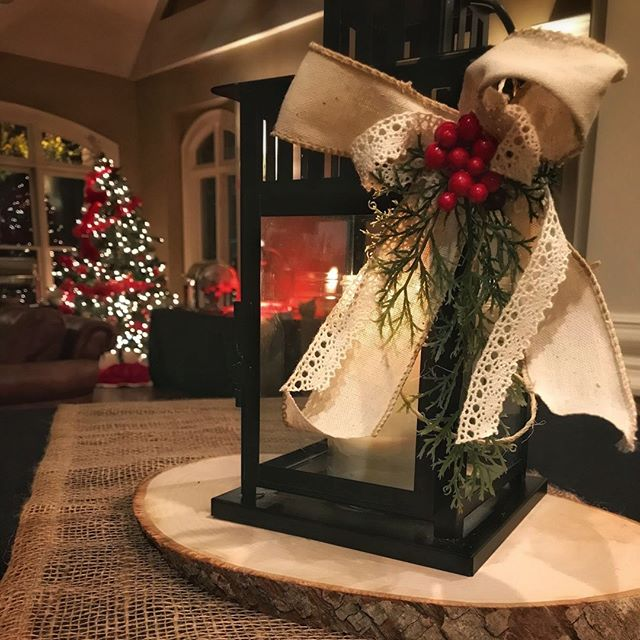 Houck's complimentary Holiday Decor! 🎄🎁 #holidaydecorating #holidayparty #houcksgrille #roswellga