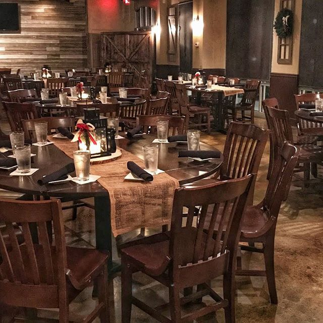 Simple, Rustic, Casual yet Elegant are just a couple of terms we use to describe our Event Room. 🎄 #holidaydecor #rusticholidaydecor #simpleholidaydecor #casualelegance #holidayparty #houcksgrille #roswellga