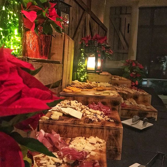 Meet & Cheese....all we really ever need! Click link in bio to start planning your holiday event today! #charcuterieboard #rusticholidaydecor #holidayparty #houcksgrille #roswellga