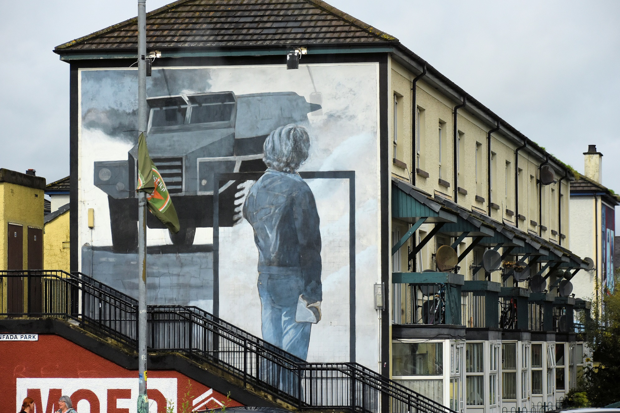 In an effort to commemorate the uprising of Irish Catholics against a ruling minority (Protestants), which led to almost 30 years of unrest in Northern Ireland after 1969, three artists from the catholic neighbourhood of Bogside painted 12 murals illustrating the struggle. They used walls of apartment housing as canvasses. This mural depicts a youth who is ready to throw a rock as an act of defiance against the approaching British military forces.