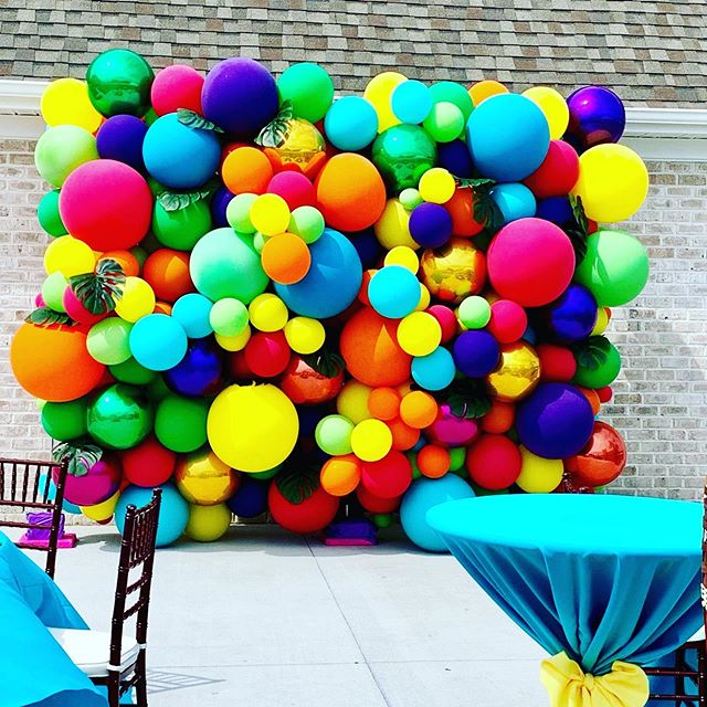 Tropical theme organic balloon wall for the fabulous @anajevents.... what the princess wants the princess gets 😍☺️ #balloons #balloonwall #organicballoonwall #balloondecor #balloongarland  #bigballoons #organicballoonarch #globos #jujabel #raleigh #durham #ncevents #eventprofs #eventplanner #greenvillenc