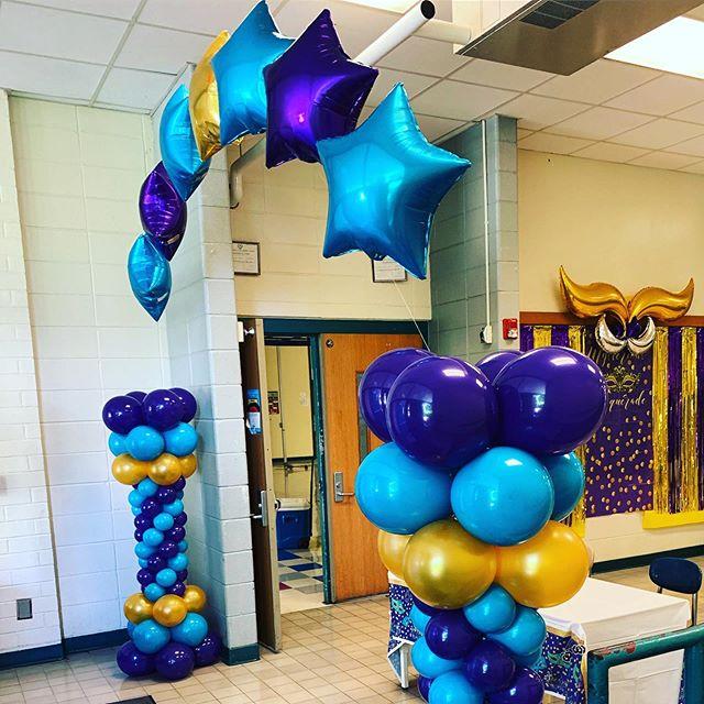 End of year dance!  #balloons #balloondecor #mardigras #ncevents #ballooncolumns #jujabel #raleigh #schooldance