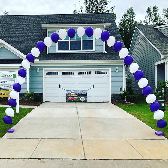 @mckeehomesnc Grand Opening!  #balloons #stringofpearl #balloonarch #balloondecor #grandopening #ncrealtors #ncevents #claytonnc #johnstoncounty #events #corporateevents #jujabel