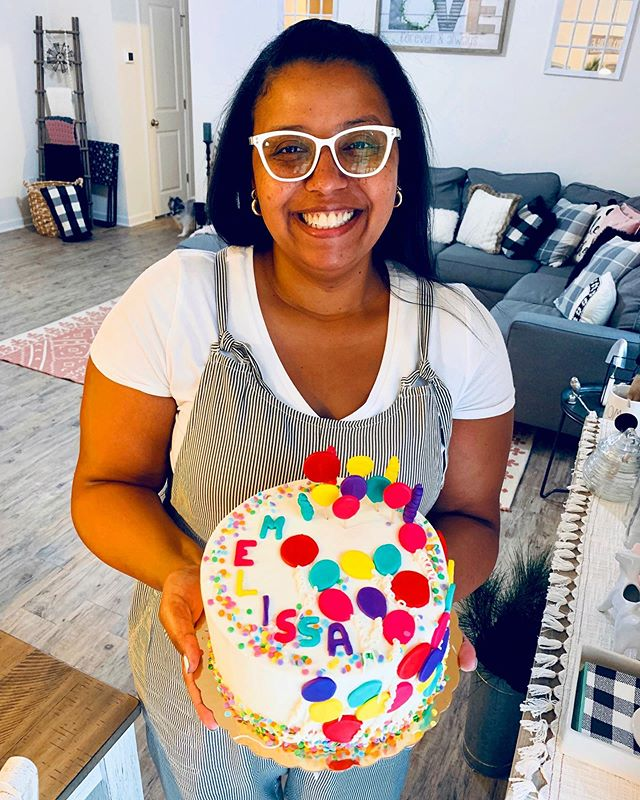 Yesterday I turned 40 years old! Today I celebrated with a beautiful cake made by one of my dearest friends in life and in business.. thank you @ssdessertcafe for my beautiful cake 🎂 it was delish ☺️ #balloons #ballooncake #ssdessertcafe #40thbdaycake #jujabel