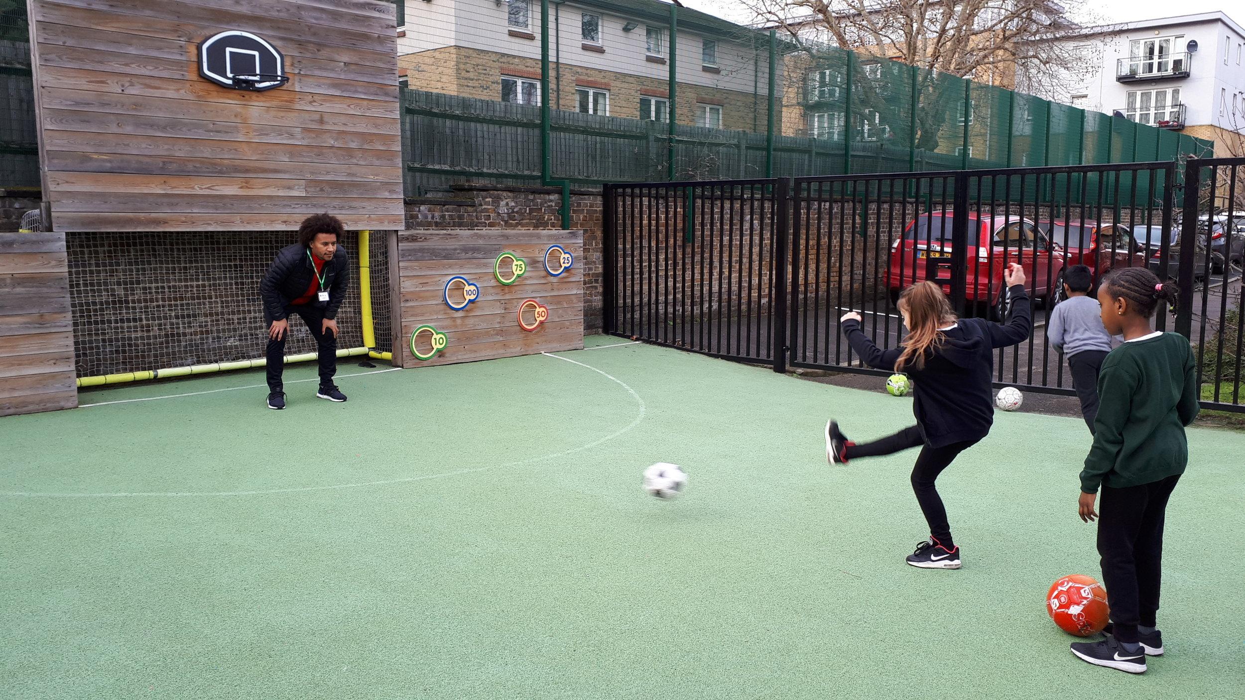 Joe Widdowson joins pupils for PE lesson -