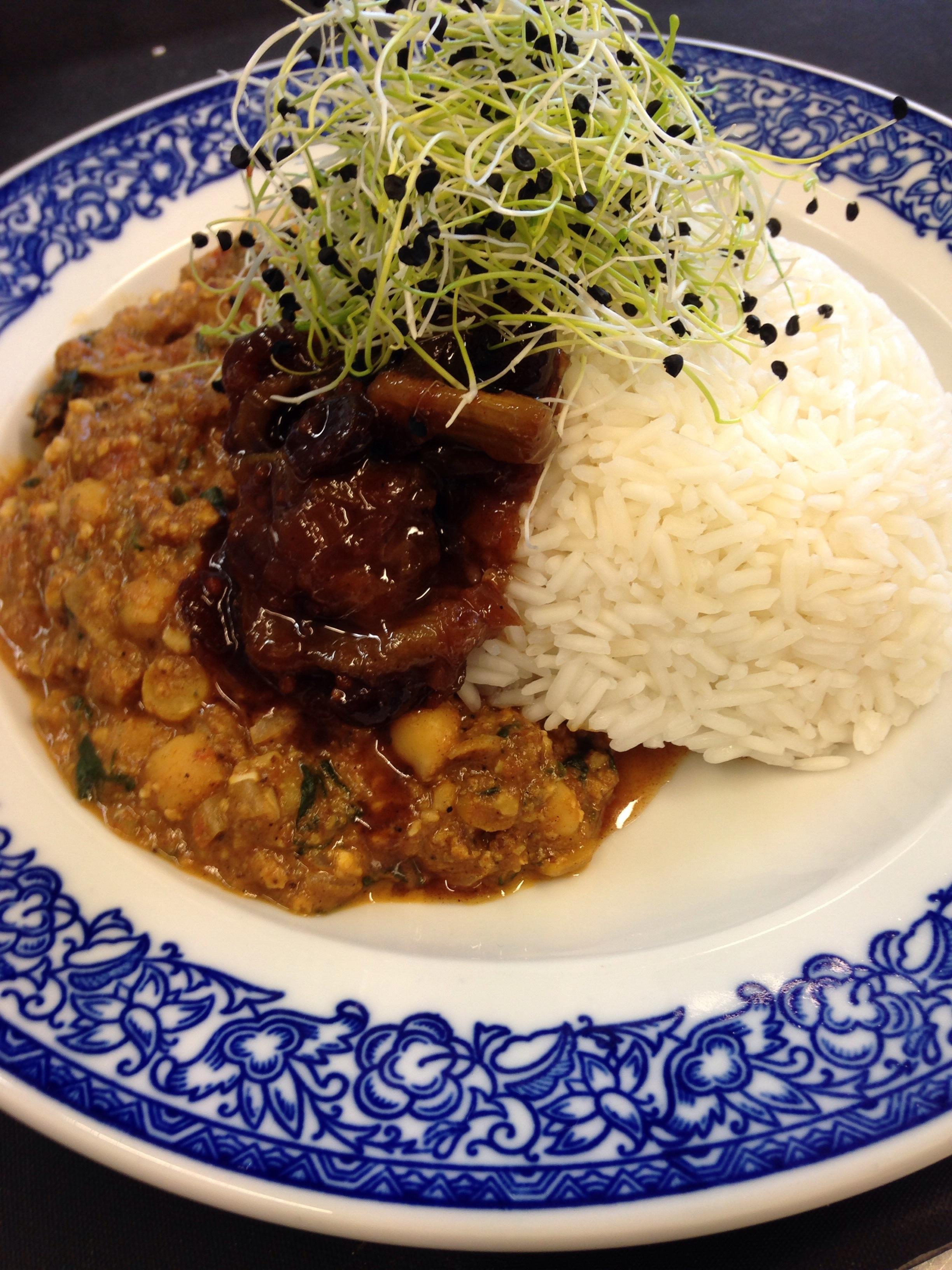Indisches Korma mit Kichererbsen, Mandeln und Spinat - dazu Basmatireis & Rhabarberchutney