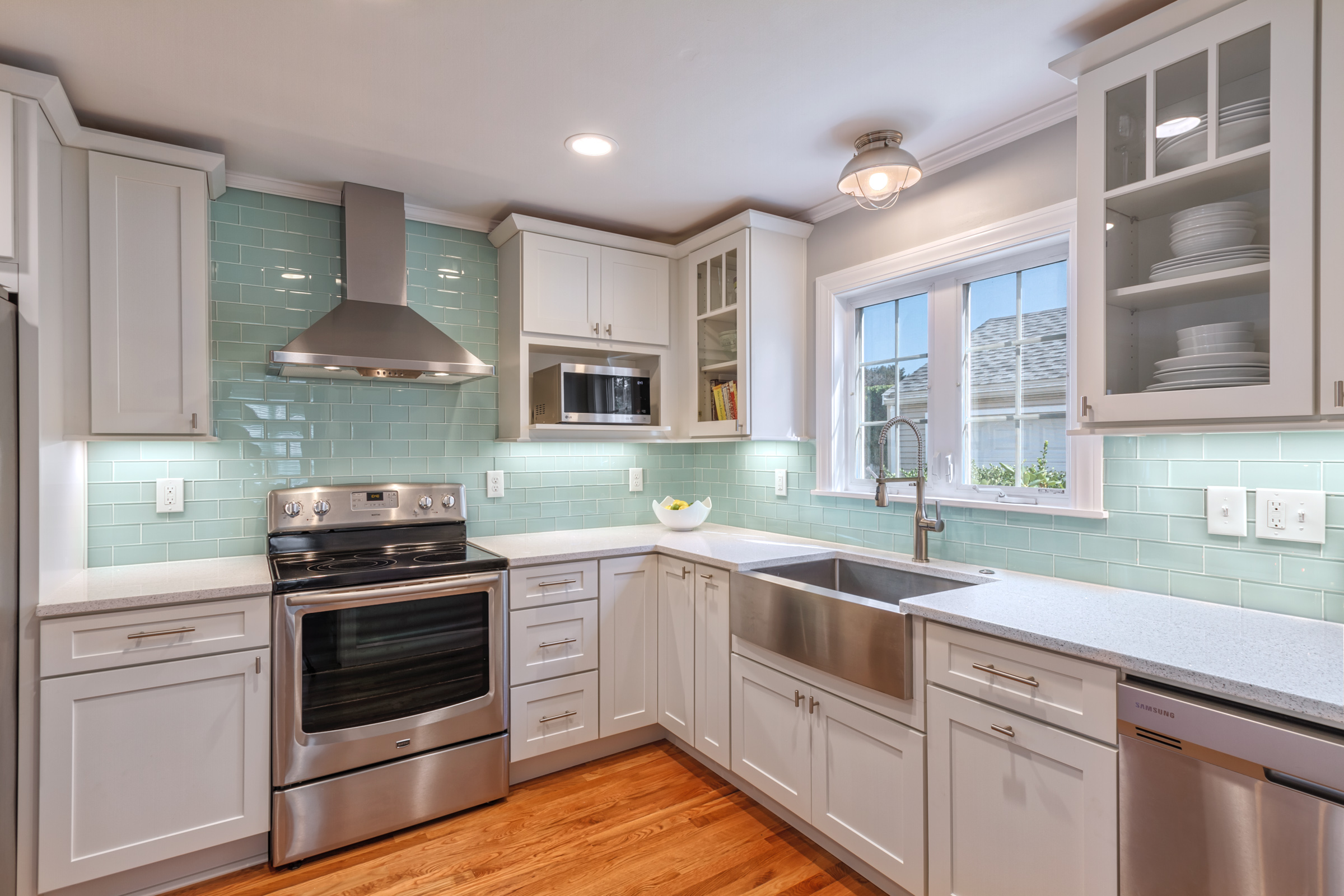 3-Kitchen work area.jpg