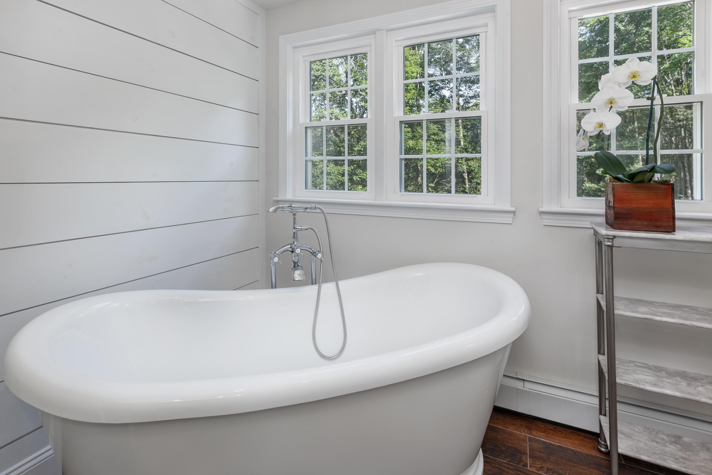 Tub - View 1.jpg