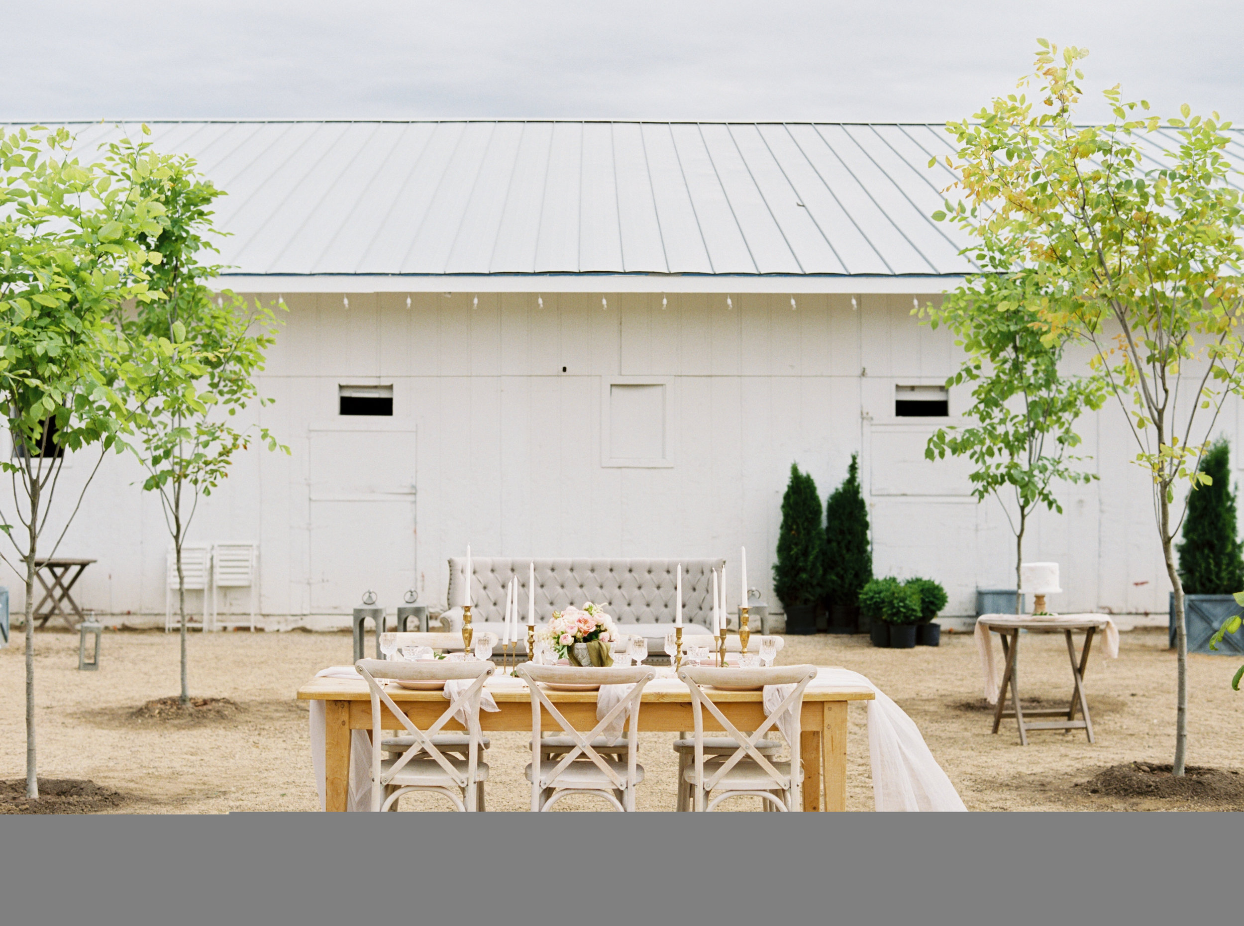 Photo- betsy blue photography Venue-Sweet Rose Farm Roses-David Austin Cake-Mrs. Cards Cakes Decor-Allure with Decor