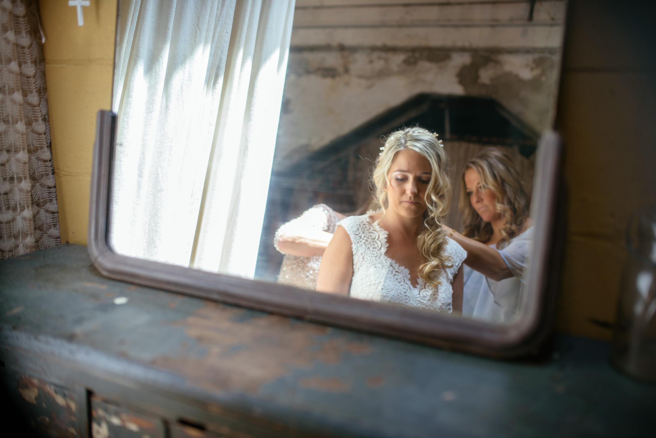 michigan_wedding_at_blue_dress_barn_006.jpg