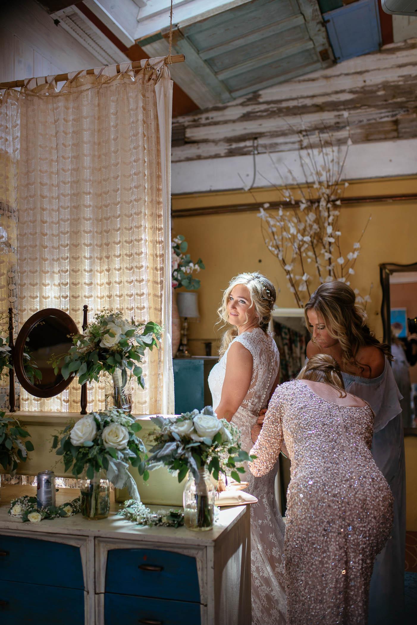 michigan_wedding_at_blue_dress_barn_008.jpg