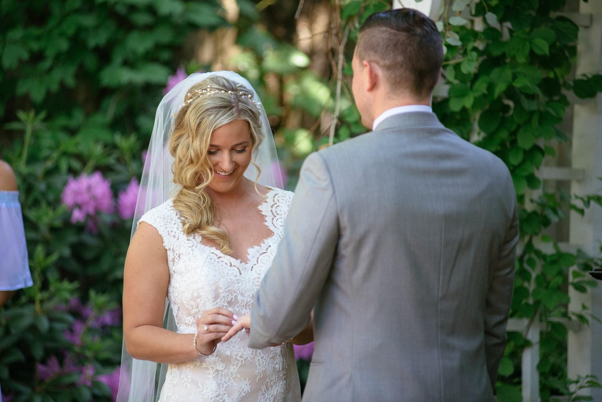michigan_wedding_at_blue_dress_barn_027.jpg