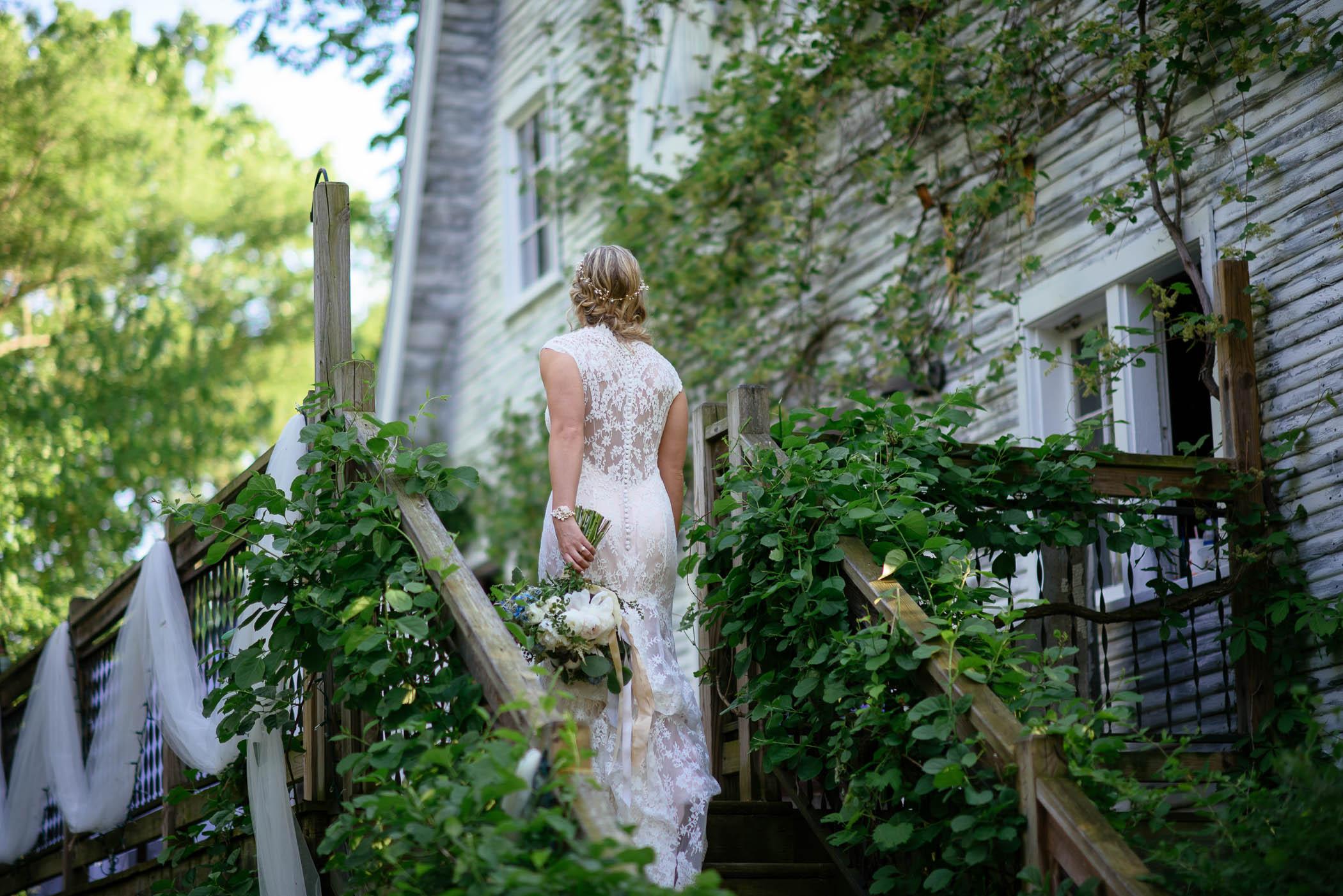 michigan_wedding_at_blue_dress_barn_042.jpg
