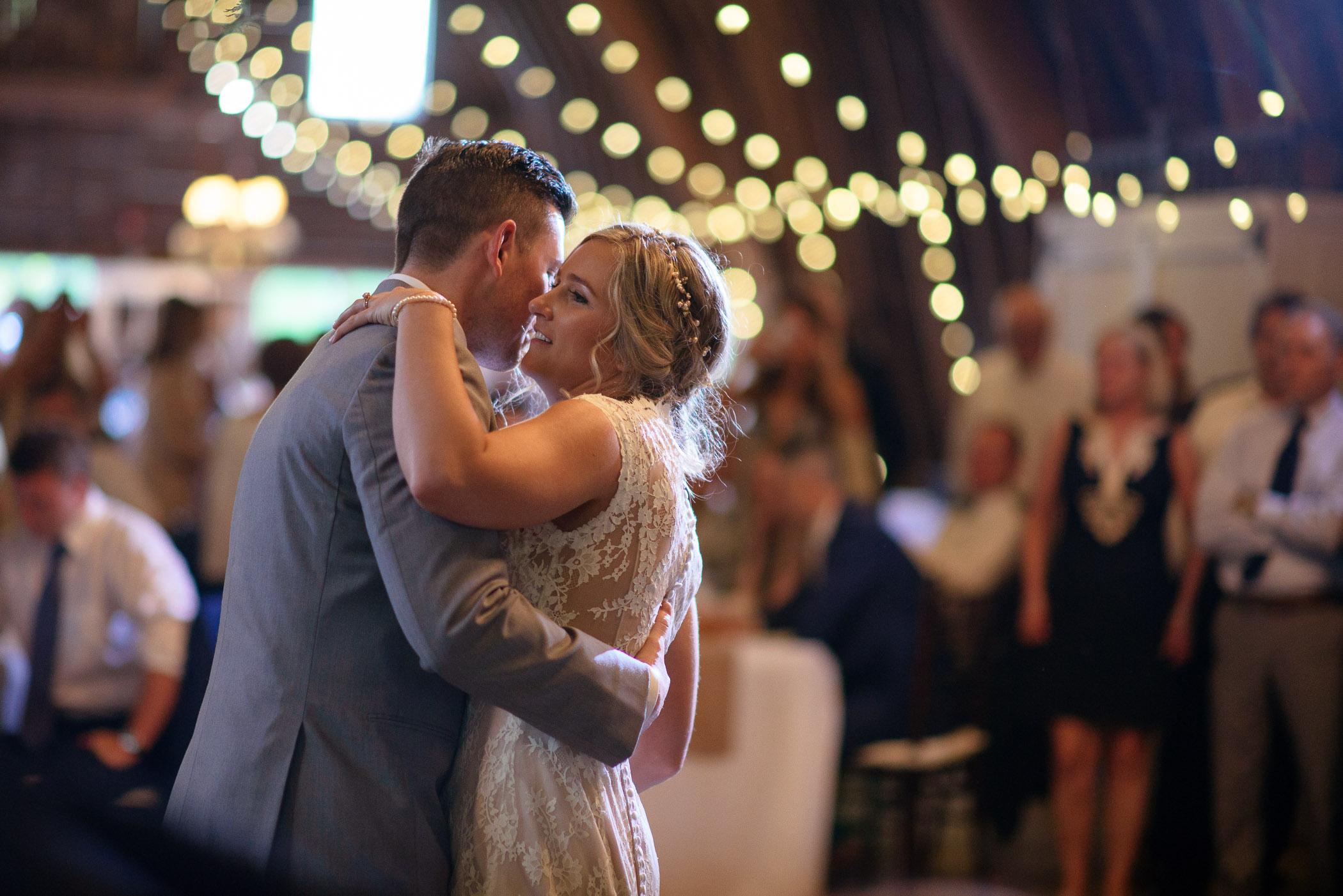 michigan_wedding_at_blue_dress_barn_053.jpg