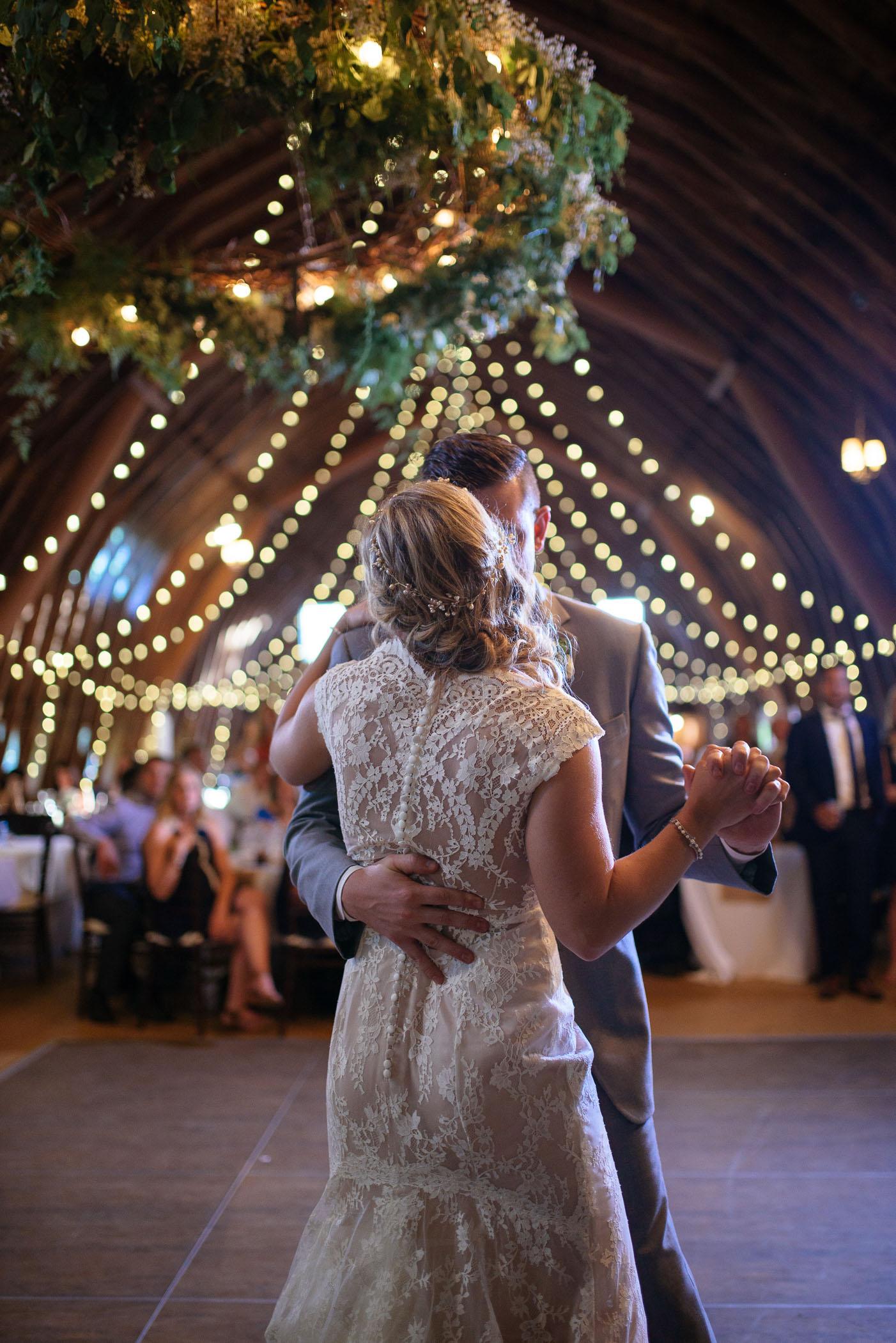 michigan_wedding_at_blue_dress_barn_056.jpg