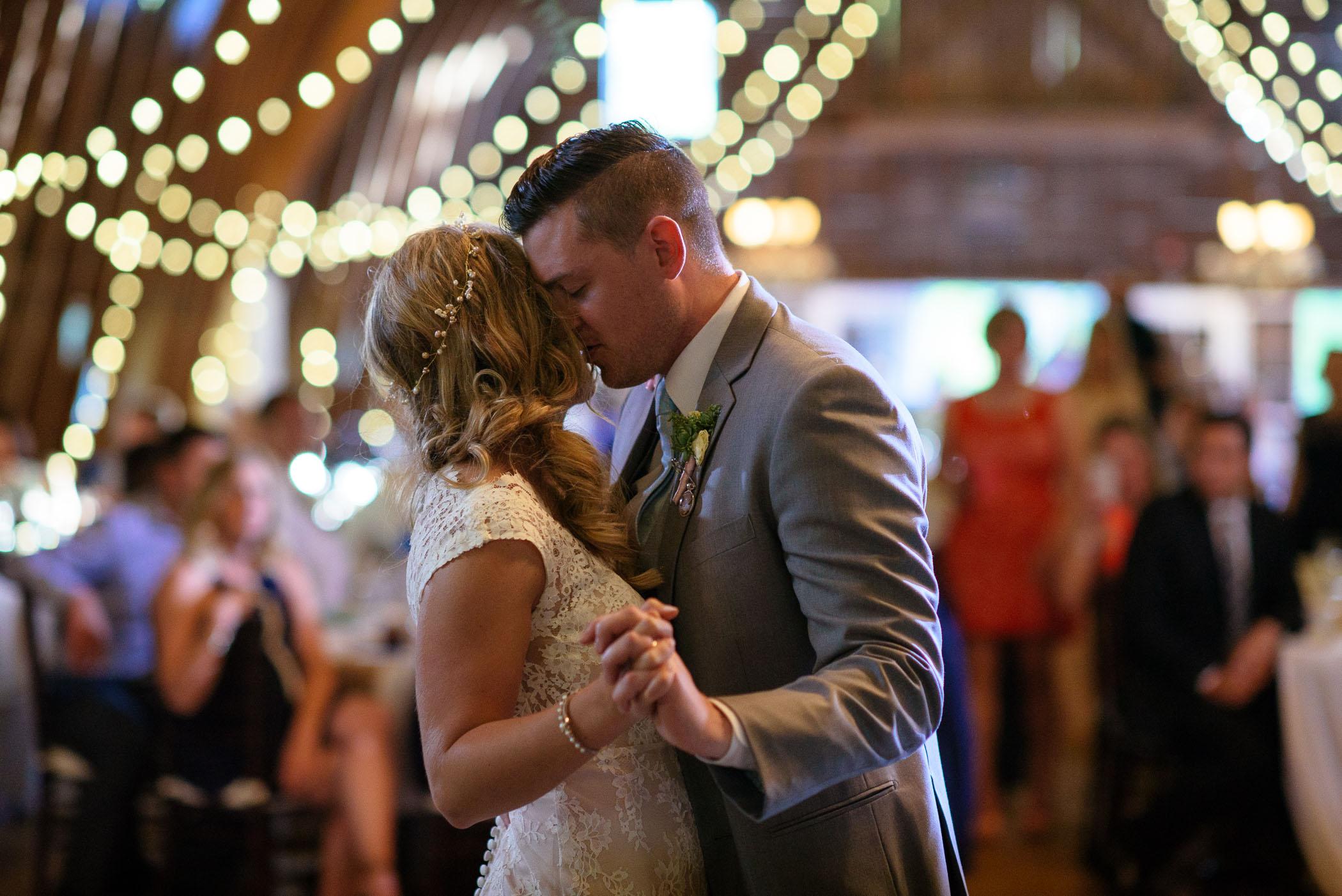 michigan_wedding_at_blue_dress_barn_057.jpg