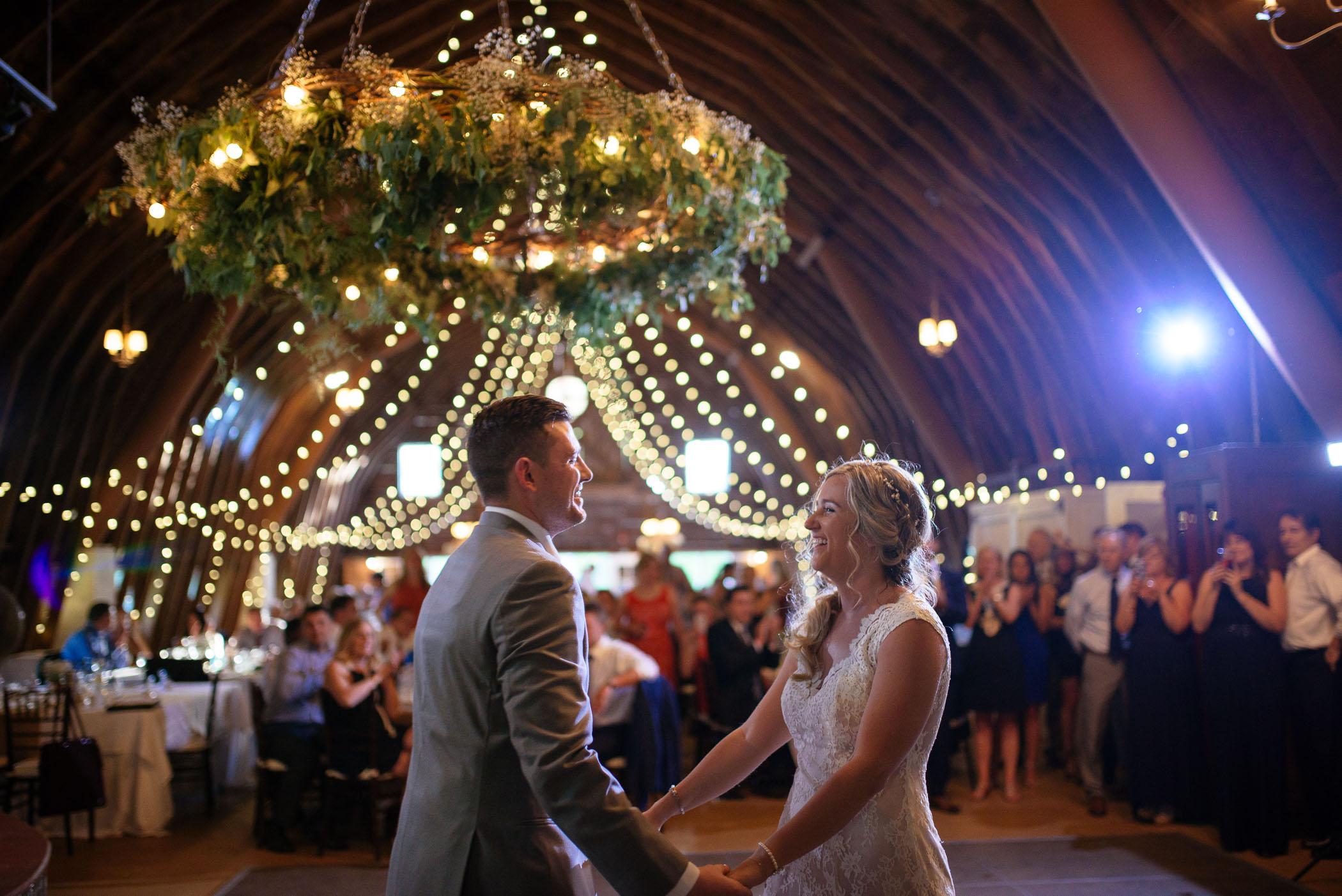 michigan_wedding_at_blue_dress_barn_058.jpg