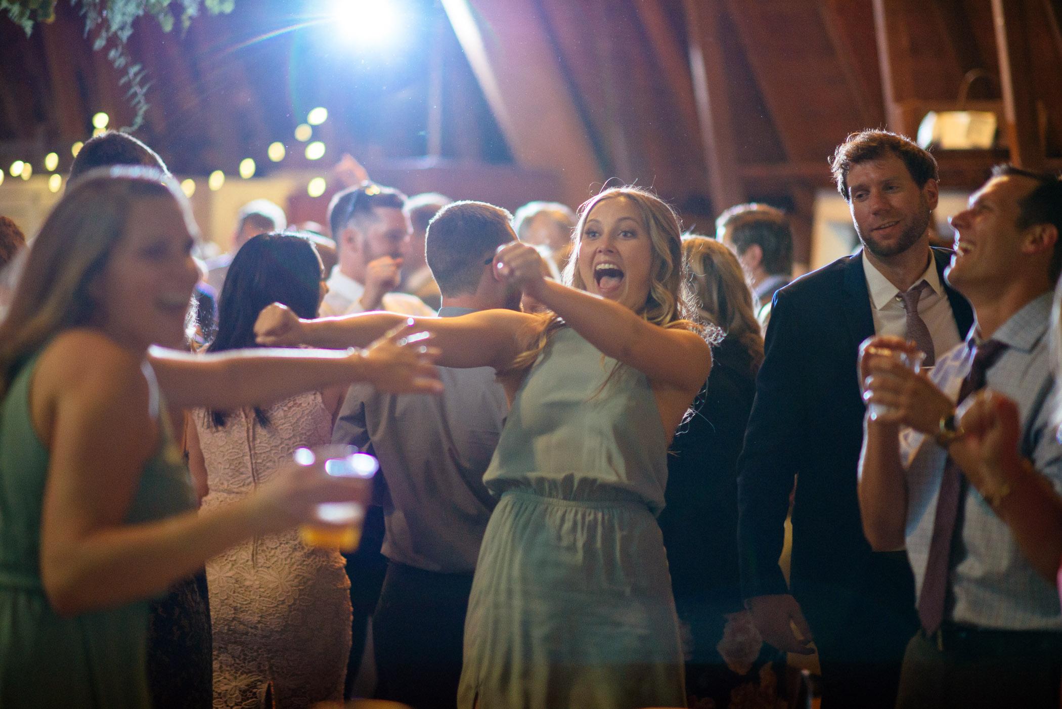 michigan_wedding_at_blue_dress_barn_061.jpg