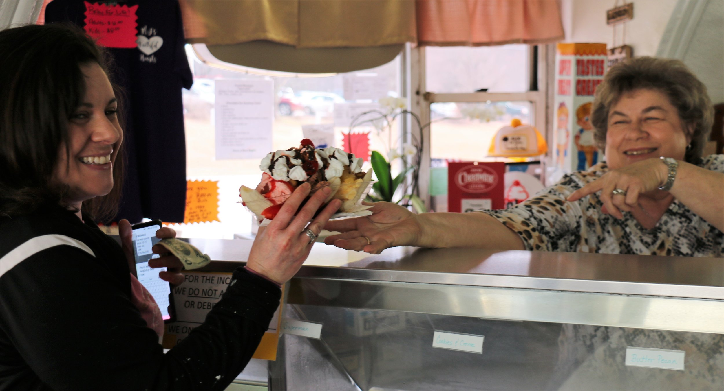 Kay Call serving Icecream to Customer Katie Bower .JPG