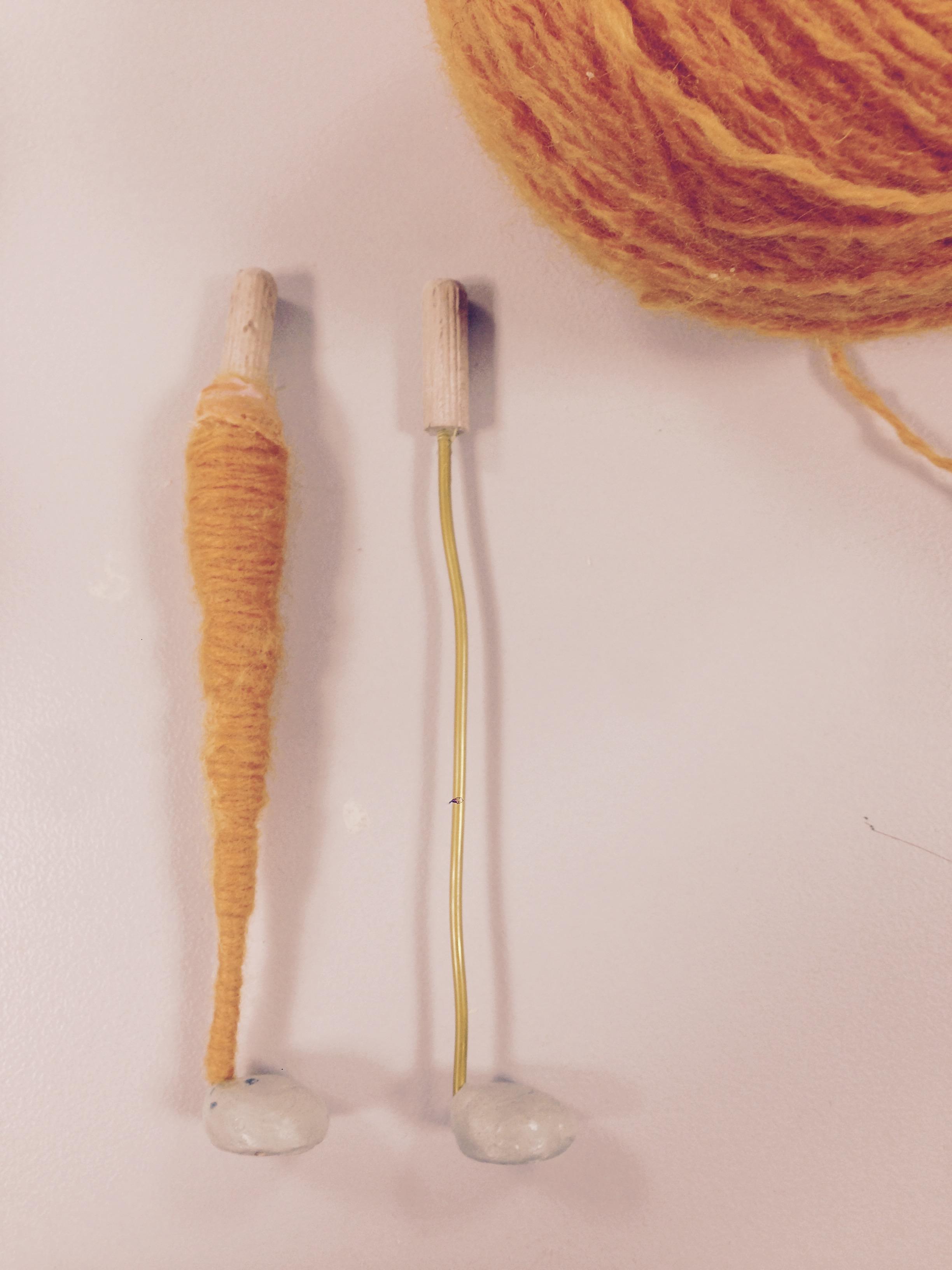Beine mit Wolle umwickelt