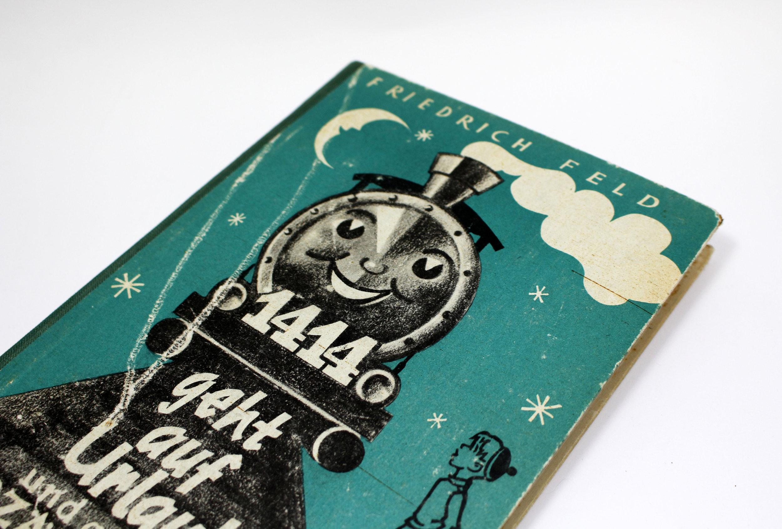 vintage-ipad-cover-train_2.JPG