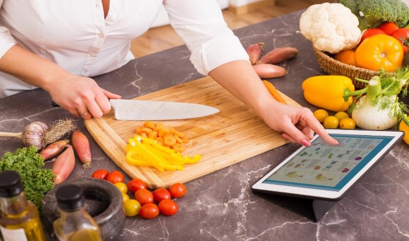Woman-following-the-recipe-in-tablet-505488072_2125x1416.jpg