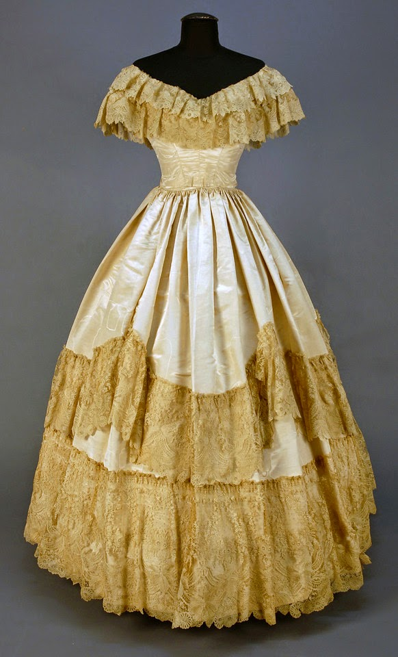 MOIRE SILK WEDDING GOWN, 1855-1860. (from theebonswan.blogspot.com)