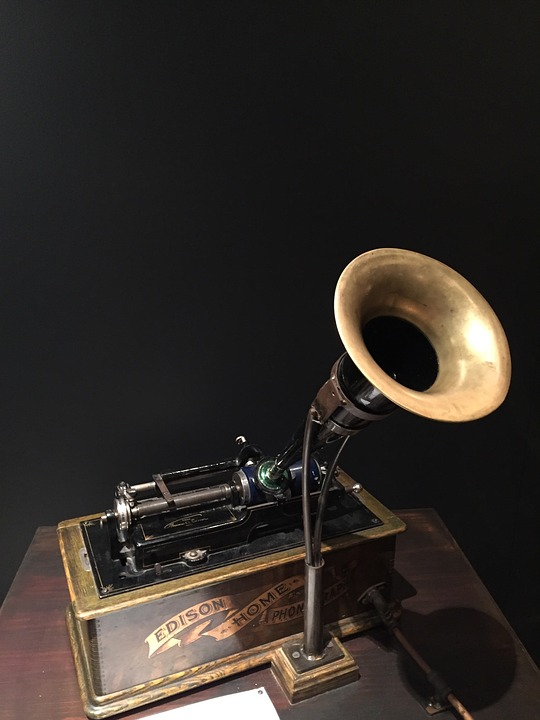 Phonograph. Source:  Pixbay