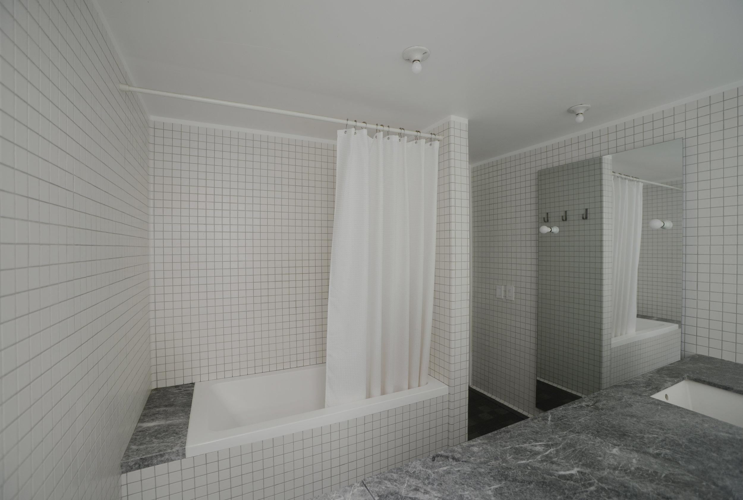 Esteva. Baño 1. 2.jpg