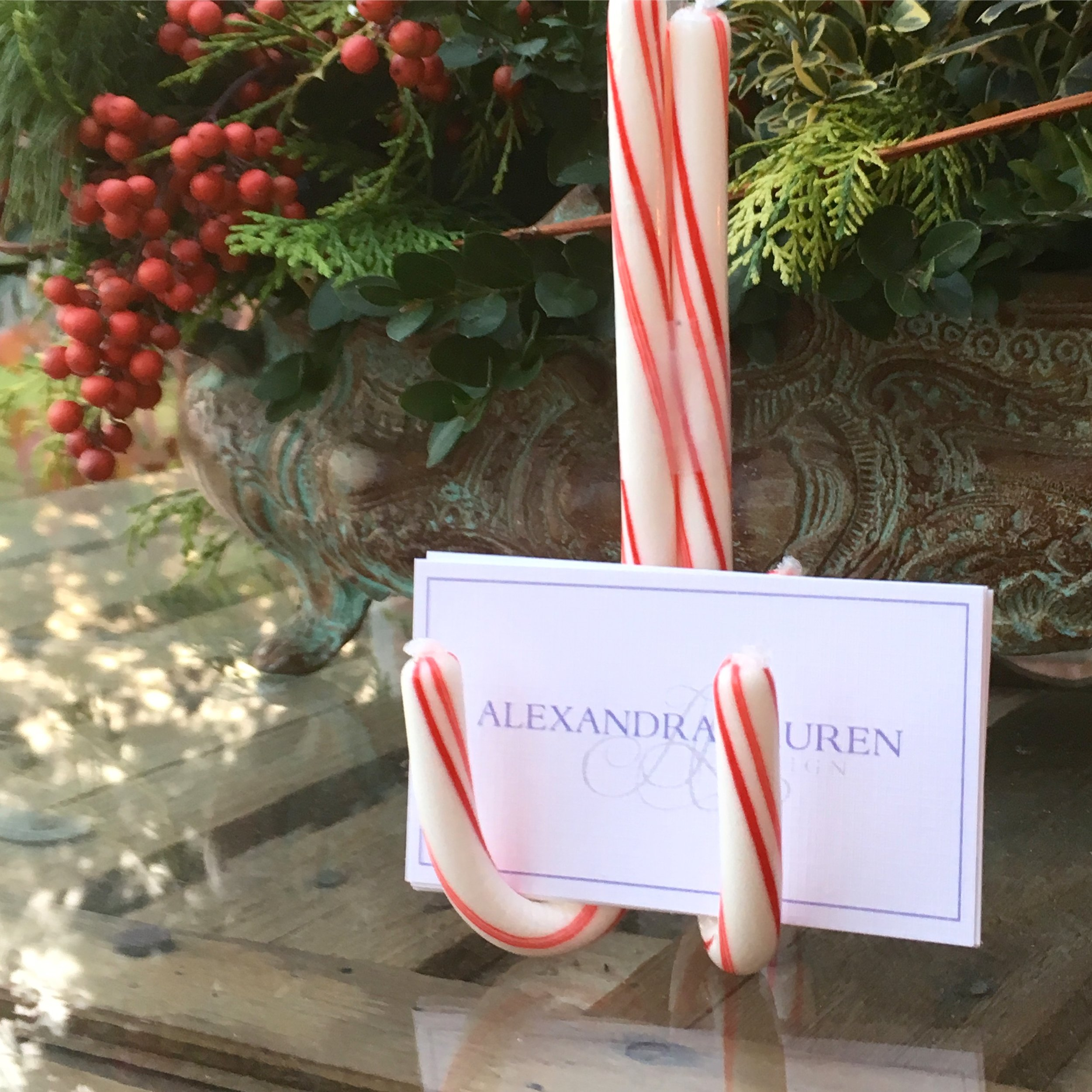 Make your own place names for your holiday table!  Simply tape 3 candy cane's together et voila!