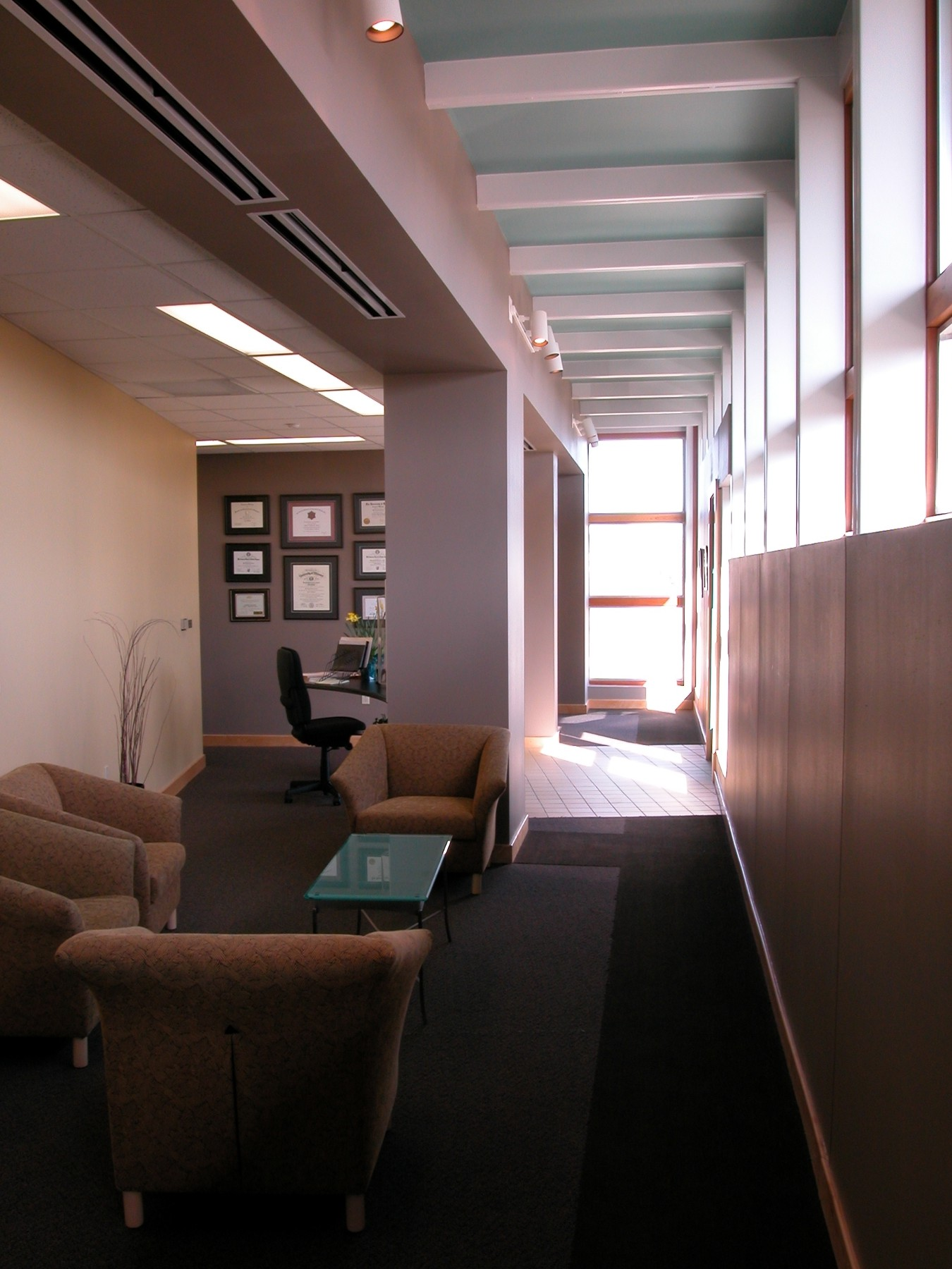 gouverne building interior-waiting.jpg