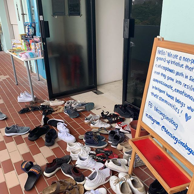You can always tell there's something awesome happening inside when there's 👞 👟 👠 strewn across our doorway! Come learn about the work we do in community, how you can be a part of it, meet some of our #worldchangeagents and see how you can get involved/support us - even if just from the sidelines! We are running our #BeyondAwesome101 this Saturday, 6 April and we are kicking things off at 1:30PM! 🕜 See you at 315 Outram Road, #08-06A Tan Boon Liat Building!👋☺️ Tag a few friends and share this post 😍👀. If you have questions, please leave us a message below! 👇⠀⠀⠀ ⠀⠀⠀ 👩‍💻http://www.blessingsinabag.co⠀⠀⠀ 💌blessingsinabag [at] gmail [dot] com⠀⠀⠀ 🐥http://www.twitter.com/blessingsinabag⠀⠀⠀ 📣http://www.facebook.com/blessingsinabag⠀⠀ 🤳 http://www.instagram.com/blessingsinanagasia